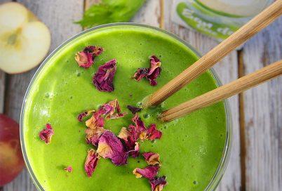 Зелено смути с кокосова вода be Pure